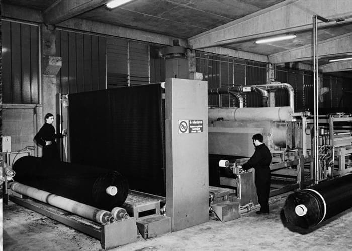 O primeiro quadro para a produção de grama sintética Italgreen